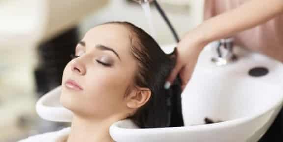 cara-membersihkan-rambut